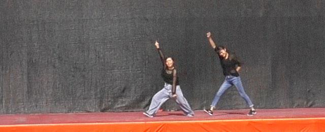 ダンス・パフォーマンス