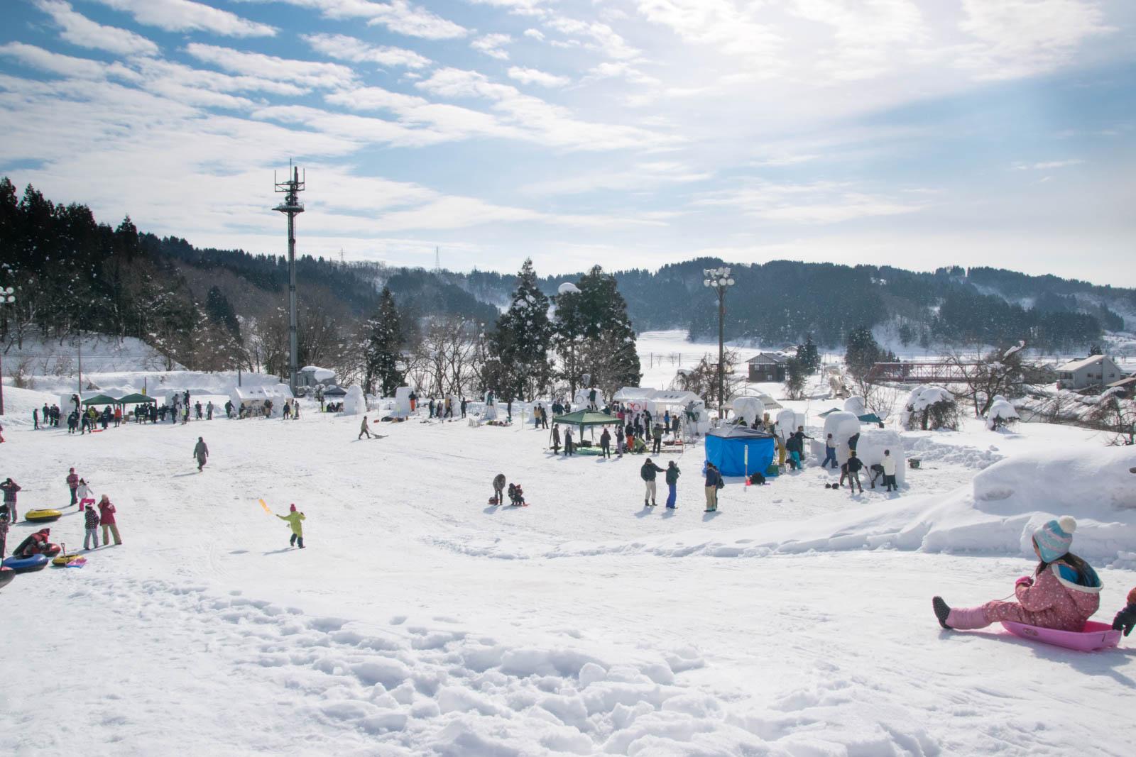 雪山巨大すべり台