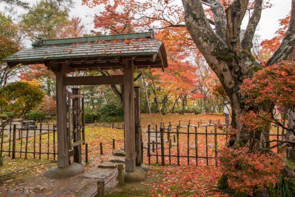 もみじ園の中庭の門