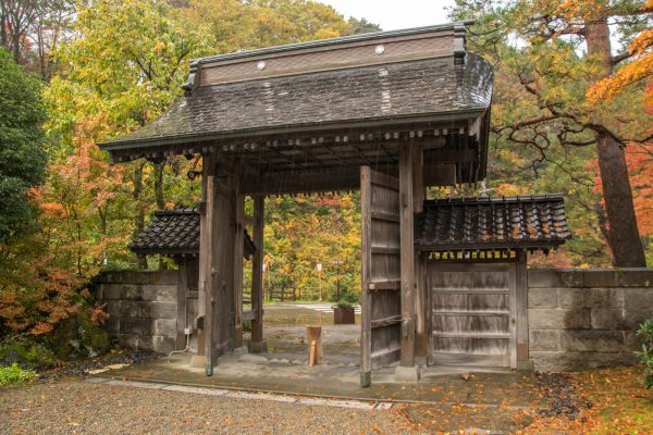 松籟閣の正門
