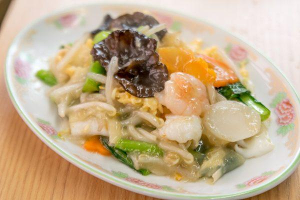 小松菜とエビ・イカ・玉子の塩味炒め