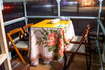 外のコタツ席(テーブル4席)